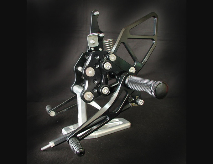 バイク用品 ステップ ステップ&ステップボード&タンデムキットウッドストック WOODSTOCK ステップキット 5POS BLK GSXR1000 05-06WBS-S05-BB 4547424652355取寄品 セール