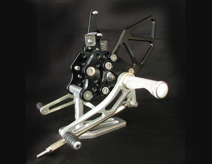 バイク用品 ステップ ステップ&ステップボード&タンデムキットウッドストック WOODSTOCK ステップキット 5POS GSXR1000 05-06WBS-S05-0B 4547424765819取寄品 セール