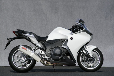 バイク用品 マフラーヤマモトレーシング YAMAMOTORACING SPEC-A スリップオン TYPE-SA VFR1200F 10-11200-01NSA 4521717005172取寄品