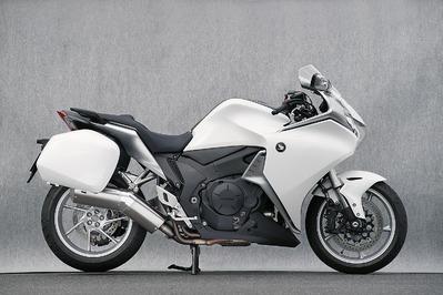 バイク用品 マフラーヤマモトレーシング YAMAMOTORACING SPEC-A S O TYPE-SA DOWN VFR1200F 10-11201-01NSA 4521717005196取寄品 スーパーセール