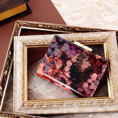 【FRUTTI】二つ折り財布 レディース エナメル ピンク 花柄 Elmo Alice(エルモ アリス)アリスレザーで仕立てる二つ折りウォレット フルッティ ディ ボスコ 356-117922-8054