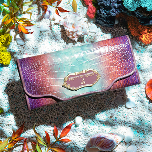ファッションの 【FRUTTI】海中世界の、エンター・テイナー。見ているだけで心躍る、カラフルな海の世界を表現したロングウォレット Sera Under the Sea(セーラ アンダー・ザ・シー) FRUTTI DI BOSCO フルッティ ディ ボスコ 356-109201-1048, Leaf 暮らしの雑貨店 10f21f6a