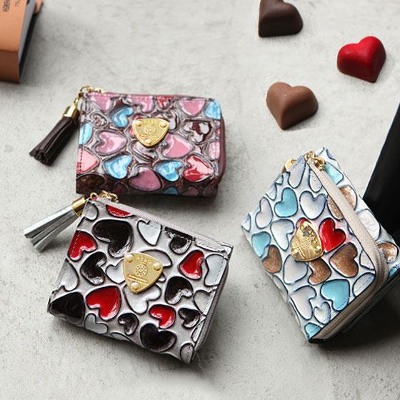 【ATAO】メインウォレットになれるミニ財布。アートで鮮やかな手描きハートの waltz happy vitro quatre(ワルツ ハッピーヴィトロ キャトル)アタオ エナメルレザー 三つ折り財布 355-1133