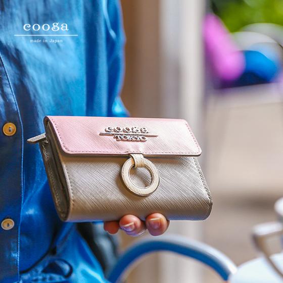 【cooga】「こんな大きさ待っていました」のお声も。長財布とミニ財布のいいとこどりな新定番「ミディアムウォレット」Mi-mollet(ミモレ)パステルピンク×グレー