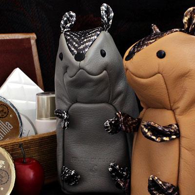 【FRUTTI】ペットみたいなコスメポーチTaffy(タフィ)、Gino(ジーノ)季節限定バージョン●小物は遊び心で選んで。大人だからこそ似合うコスメポーチ 革 化粧ポーチ FRUTTI DI BOSCO フルッティ ディ ボスコ