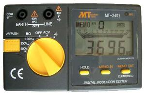 激安価格と即納で通信販売 市場 デジタル3定格タイプです キャリングケースが付いています デジタル絶縁抵抗計 低電圧仕様 MT-2402