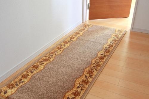イケヒココーポレーション 廊下敷き ナイロン100% リーガ ベージュ 約80×540cm 滑りにくい加工  - イケヒココーポレーション