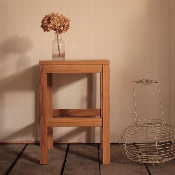 スツール(持ち手つき)・スクエアタイプ オーク材  スツール 北欧 木製 椅子 イス 家具 オーク 無垢材 ナチュラル