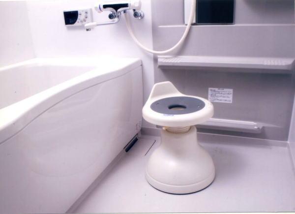 【直送品】【代引き不可】【送料無料】ロック機能付 浴室用回転便利椅子 K7094