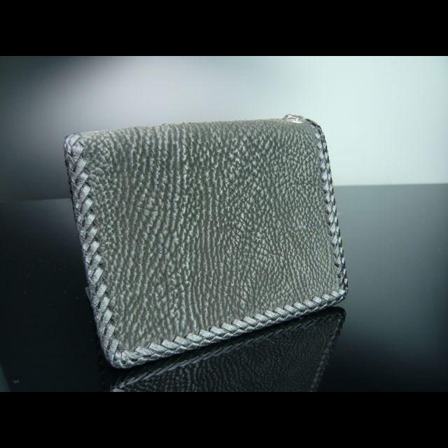 シャーク素材の財布