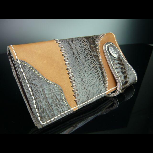 オーストリッチにシルバーコンチョ付き長財布