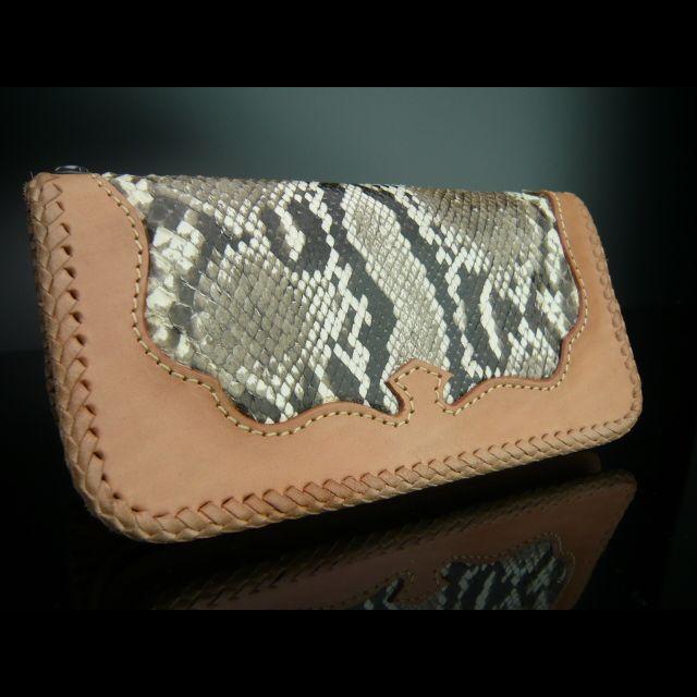 ワイルドなパイソン長財布