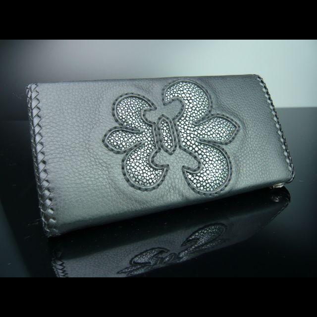 クールなフルール・ト・゛リス紋章柄の長財布