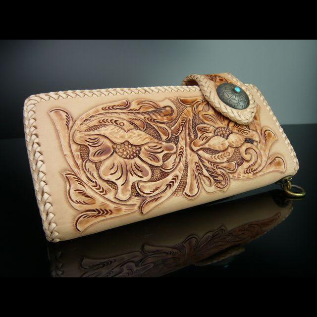 シンプルなカービング加工長財布