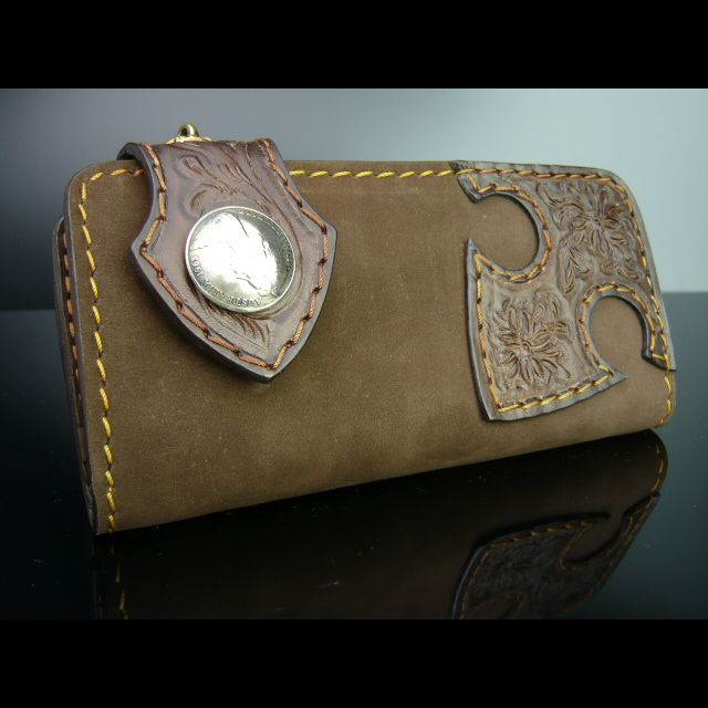 個性的なさわり心地の長財布