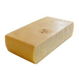 本場スイス産ラクレット 約2.3kg 【4,100円税別/kg単価再計算】【※現在は丸型から切り出した形となっております】