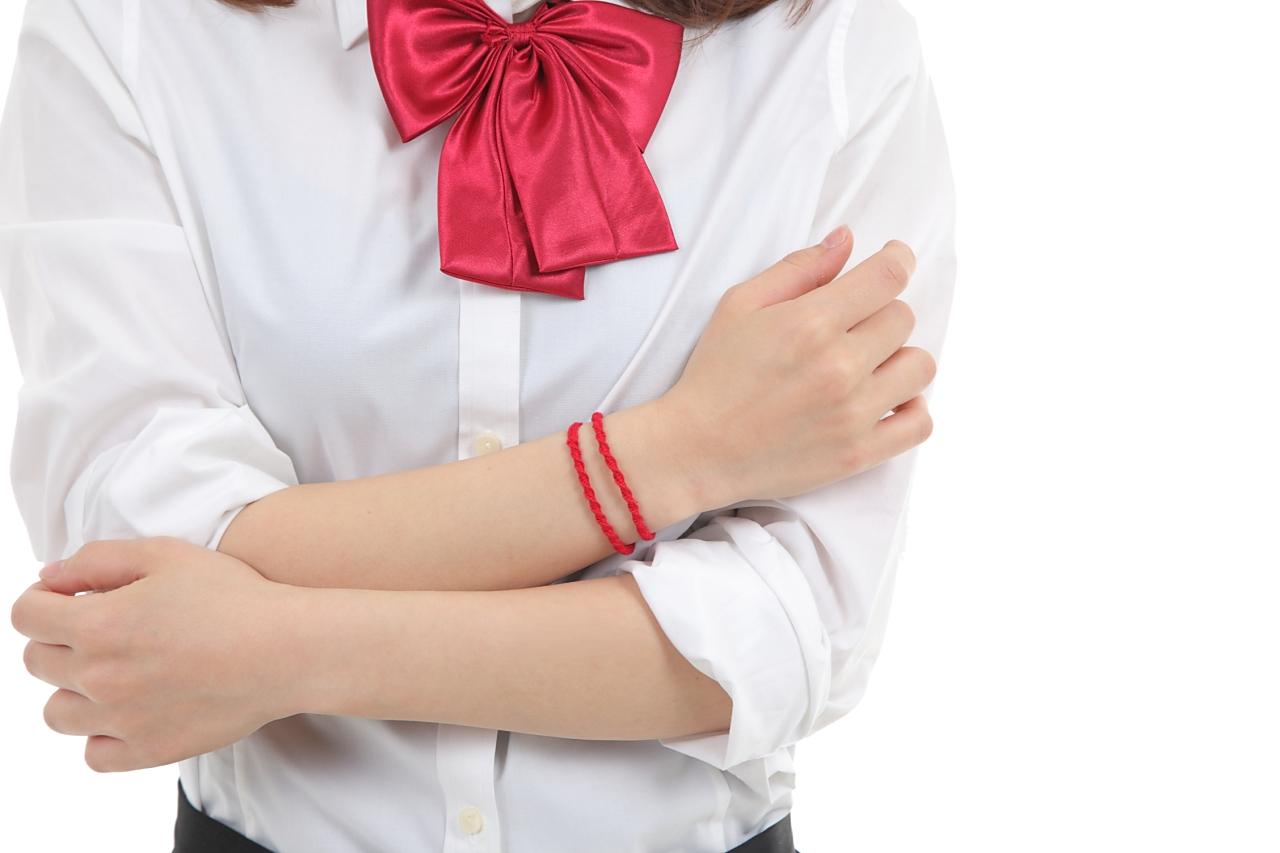 飞騨的编带(细的红色)。圣地,飞騨的工匠的手制,编带手镯。一定在身体上穿上编带,你的名。看 DVD!