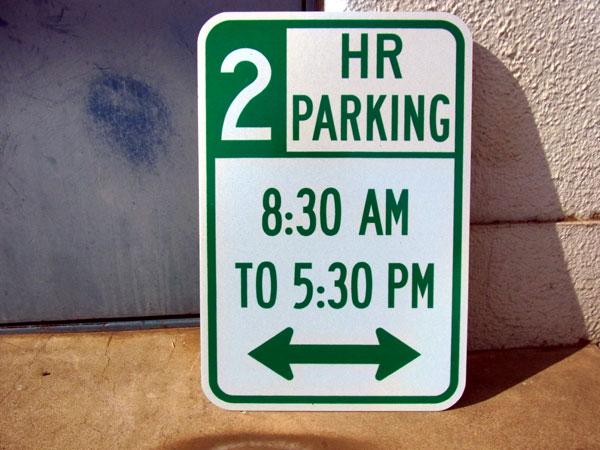 【道路標識】トラフィックサインボード 2HR PARKINGAM8:30~PM5:30の間2時間駐車可ロードサイン ■ 看板 標識 本物 世田谷ベース ガレージ アメリカン雑貨