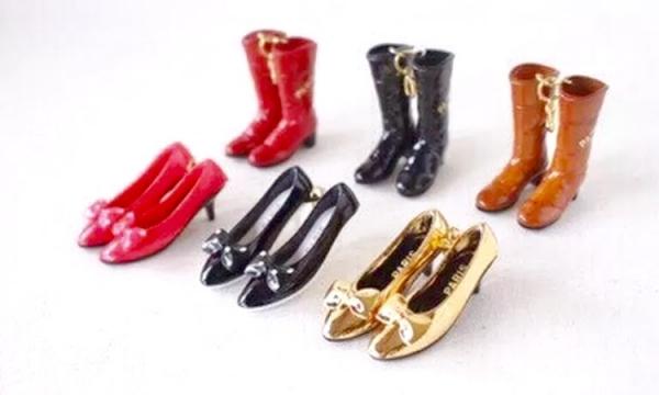 専門店 受賞店 人気のワンピースミニバッグ ワンピースキーケースに付属しているハイヒールとブーツのチャームが単品で登場 着せ替えも可 ミニチュアがかわいい#9825;靴のチャーム 単独で付けてもキュート#9825;