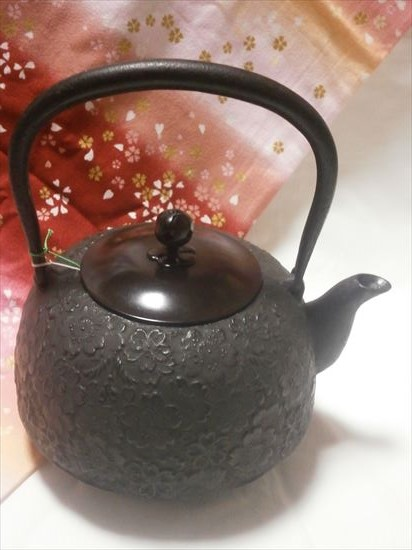 [肘折に花を!] 文秀堂南部鉄瓶唐銅蓋鉄瓶 桜2.0L