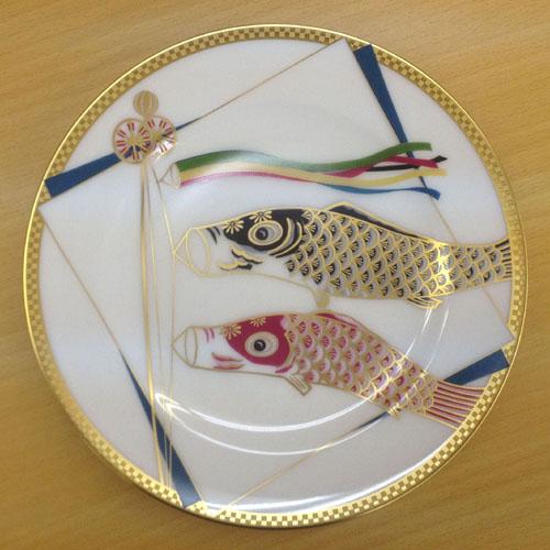 皇室御用達 大倉陶園 日本製 鯉のぼり 20cm飾り皿 【ギフト 出産内祝 結婚内祝 結婚式引出物 快気祝 法事引出物 香典返し お返し 各種内祝 引出物 景品】
