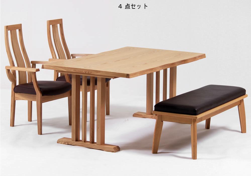 タモの素材感を生かしたダイニング。テーブル150cm幅