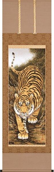 虎の掛け軸/猛虎 百獣を圧する力強さ 運気隆盛の掛け軸/太巻二重箱付