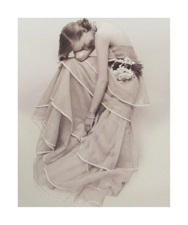 ノーマン・パーキンソン作品 Tiered Evening Dress, March 1951 アートプリント/アートフレーム付