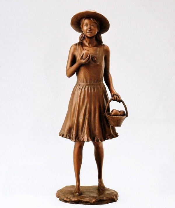 仙里篤成作品 リンゴを持つ少女 仙里篤成作品 洋風置物 高岡銅器