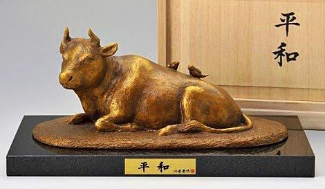 牛の置物/平和 茶金漆仕上げ 川崎普照作品 牛の置物 干支・丑