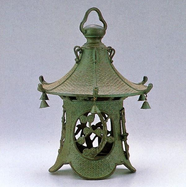 デポー 芸術と文化を凝縮した美術工芸品 高岡銅器 吊るし灯籠 利休梅 クサリ付 高岡銅器の庭置物 通販 高品質新品