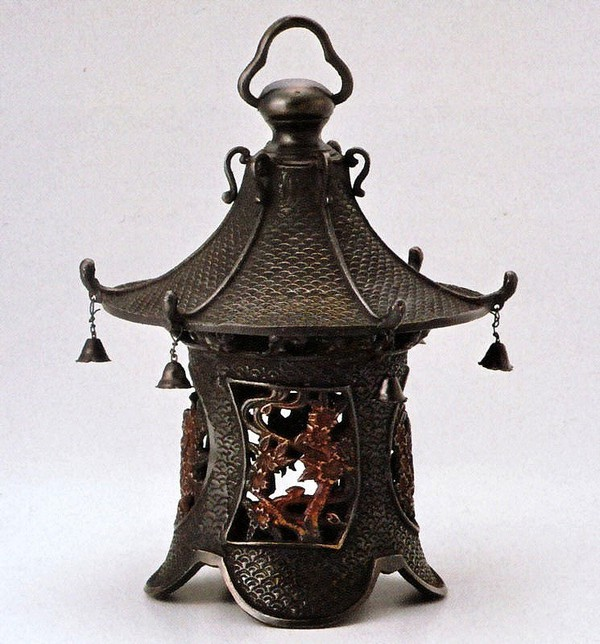 高岡銅器の庭置物 吊るし灯籠/丸型桜紋 クサリ付/美術工芸通販