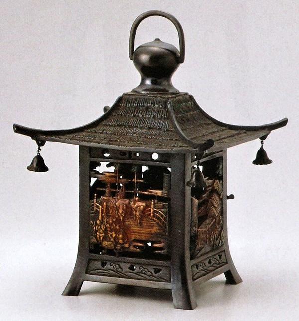 高岡銅器の庭置物 吊るし灯籠/四角五十三次紋 クサリ付/高岡銅器の灯籠