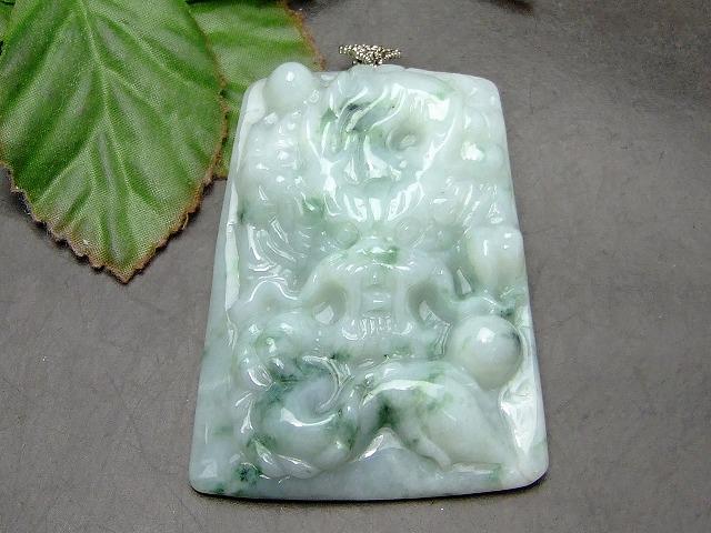 54406   ペンダントトップ 龍 ドラゴン 彫り ミャンマー翡翠 ヒスイ ミャンマー産 送料無料 天然石 パワーストーン