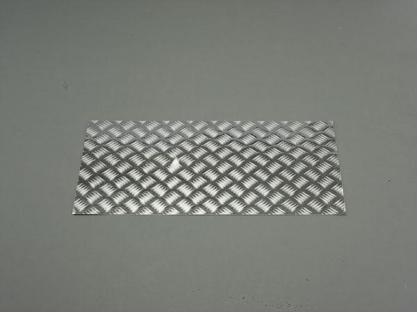 【メーカー在庫あり】 900x450x 2.0mm アルミ板(縞板) 000012288474 JP店