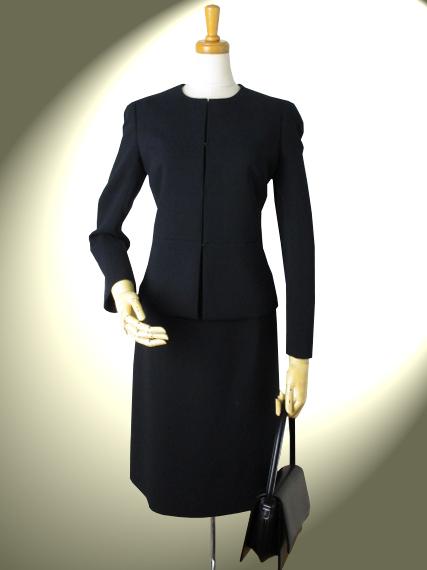 高品質 完全日本製 新ダブルウールノーカラージャケットと裾切り替えトラペーズ スカートのスーツ【ロイヤルメードカラー黒】ブラックフォーマル ウール100%