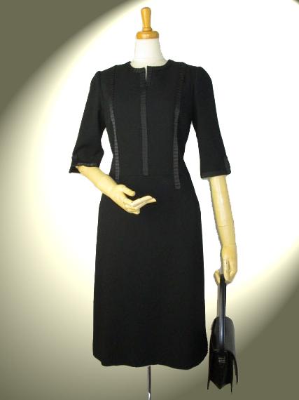 高品質 完全日本製 新ダブルウール グログランプリーツ飾り付きワンピース ロイヤルメード カラー 黒 ブラックフォーマル ミセス 入学式 卒業式