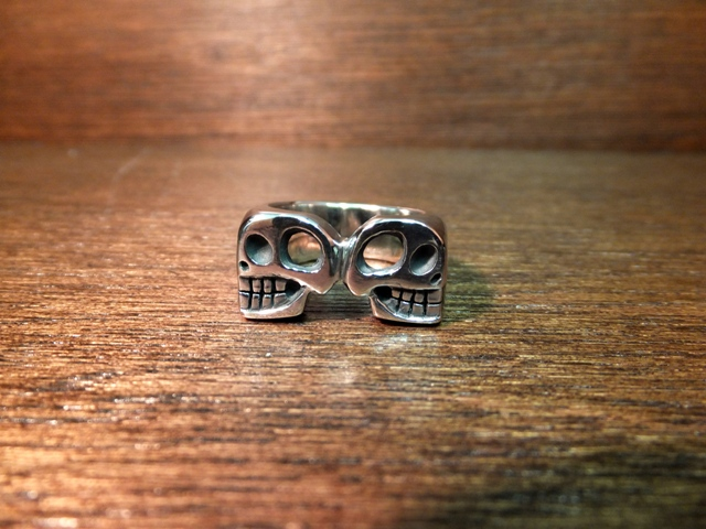 Clash twin skull ring