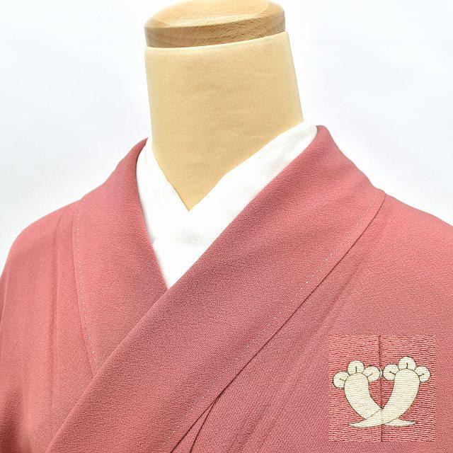 色無地 着物 正絹 一つ紋 仕立て上がり 濃いピンク 美品 裄63.5 Mサイズ ほうもんぎ hh4446 ちょっとふくよか ぽっちゃり 大きいサイズ 着物 大きいサイズ【中古】【着物ひととき】