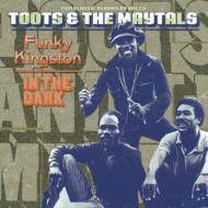 Tootsamp;The 在庫一掃 Maytals トゥーツ ザメイタルズ 評判 Funky Kingston The Dark CD 輸入盤 In