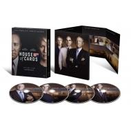 【送料無料】 ハウス・オブ・カード 野望の階段 SEASON 4 Blu-ray Complete Package <デヴィッド・フィンチャー完全監修パッケージ仕様> 【BLU-RAY DISC】