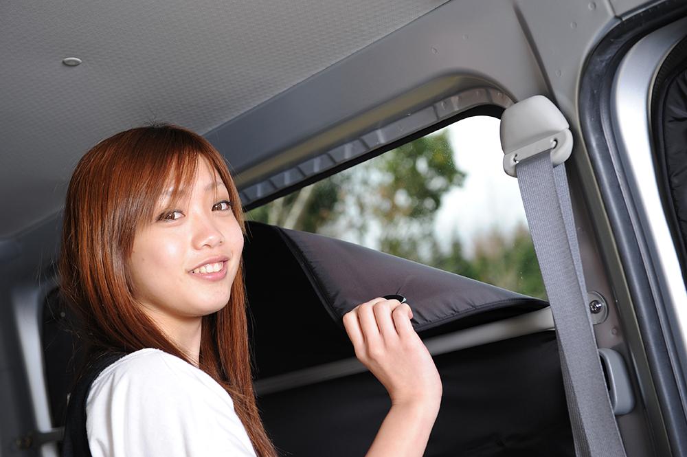 【車で授乳】ベビーカーと合わせて購入、とっても便利!子育てママが授乳に推奨!ベビー服の着替え 離乳食の食事 おむつ交換やおしりふき、ねんねにも活躍!高品質の日本製! エクストレイル T31系 カーテン不要遮光防水プライバシーサンシェード リア用