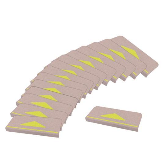 折り曲げ付きの階段マット。置くだけで目印に。カット・洗濯可能。 サンコー 折り曲げ付階段マット 三角マーク付 ベージュ KD-80