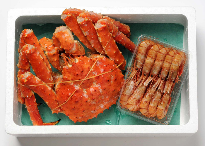 Set (approximately 1.5 kg of king crab figures, Pandalus nipponensis 500 g) of king crab and the Pandalus nipponensis