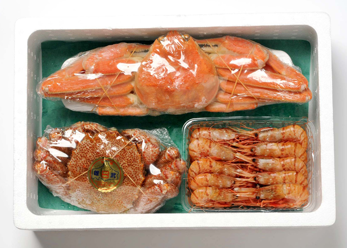 Set (800 g of hair queen crabs, snow crab figure 550 g, Pandalus nipponensis 500 g) of a hair queen crab and a snow crab and the Pandalus nipponensis