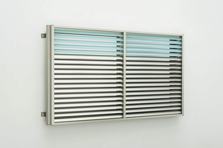 YKKAP窓まわり 目隠し 多機能ルーバー[ポリカ+アルミルーバー] 上下同時可動タイプ[引き違い窓用] 標準枠:[幅350mm×高400mm]