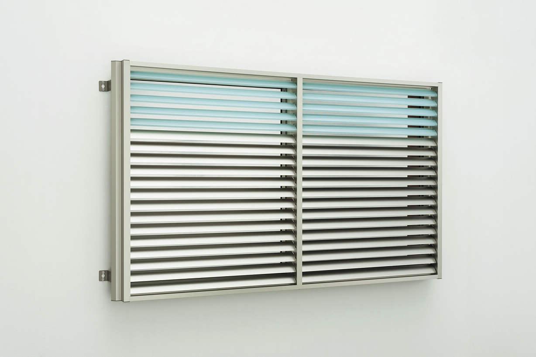 YKKAP窓まわり 目隠し 多機能ルーバー[ポリカ+アルミルーバー] 上下分割可動タイプ[引き違い窓用] たて隙間隠し付枠:[幅780mm×高750mm]
