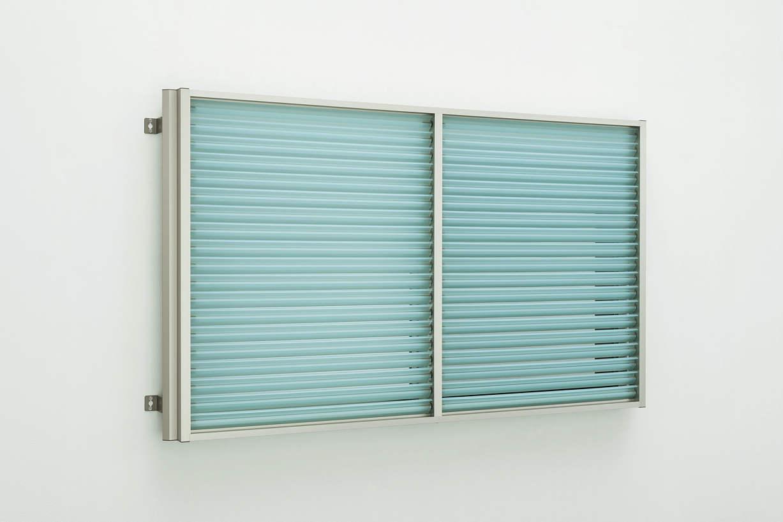 YKKAP窓まわり 目隠し 多機能ルーバー[ポリカルーバー] 上下分割可動タイプ[引き違い窓用] たて隙間隠し付枠:[幅1740mm×高1400mm]