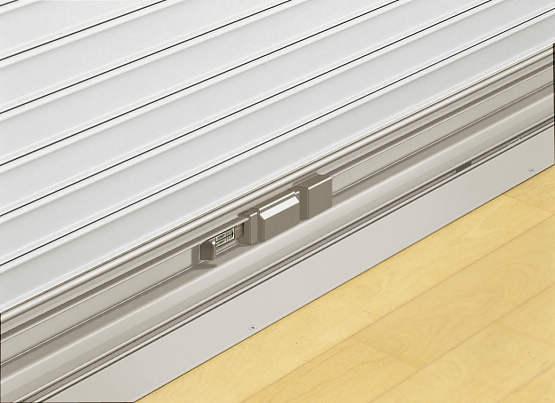 YKKAPオプション窓サッシ引き違い窓フレミングJ:スチールタイプ用内外錠付座板[幅1235mm]