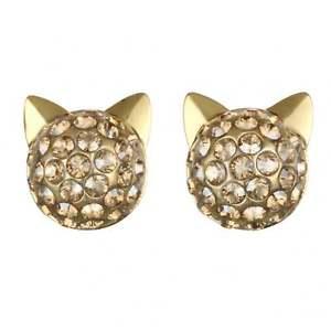 【送料無料】猫 キャット ネコ イヤリング ピアスゴールドスワロフスキースタッドイヤリングgold pave choupette cat stud earring created with swarovski crystals